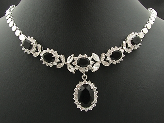 Necklace & earring set. Elegant