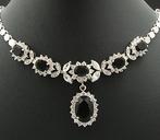 Halsband & örhänge set. Elegant